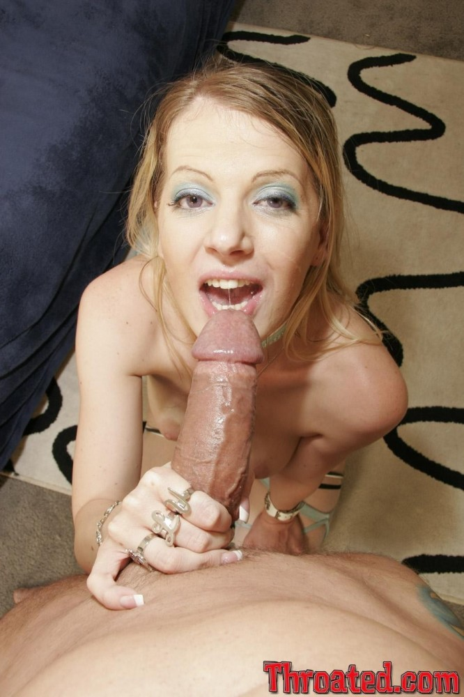Insatiable Anita Blue impatiently gags..
