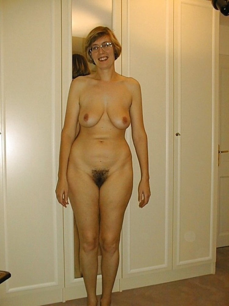 Hot older milf with a great tanned body and her sexy story