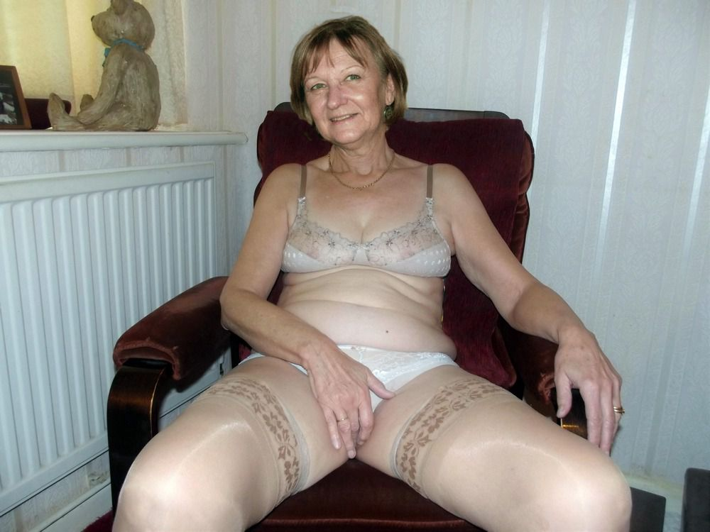 Nude senior tramp in stockings,..