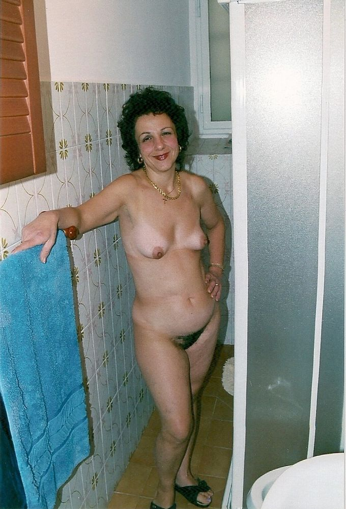 Unshaved cunt mature wifey posing bare..