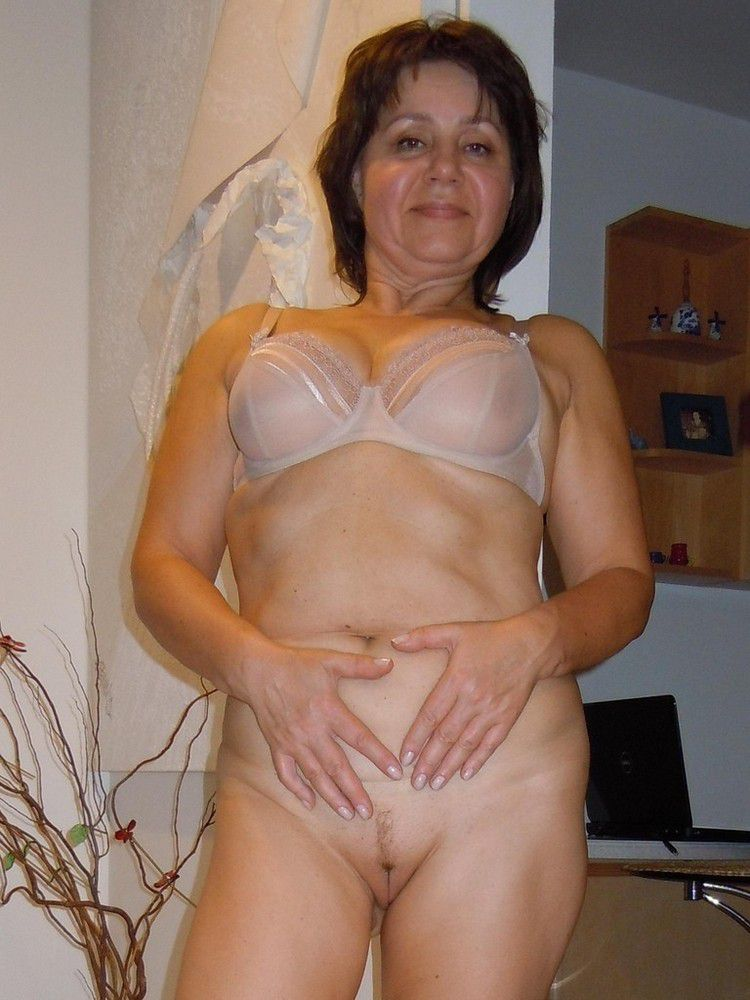 Buxom UK wives naked, fat orbs pictures