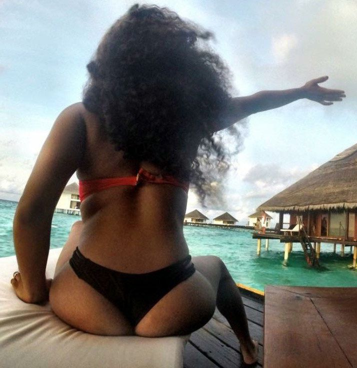 Young woman ebony gf demonstrates her..